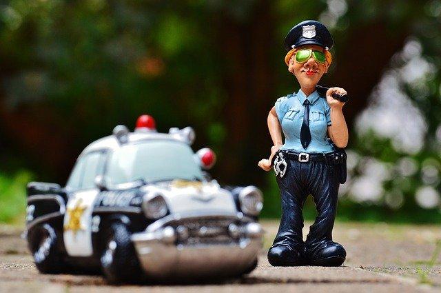 停車遇麻煩怎麽辦-報警